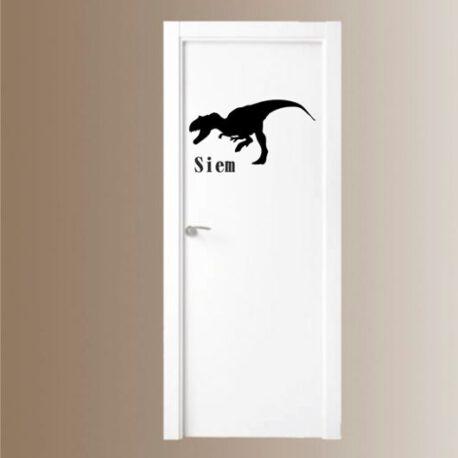 dino met naam in deur