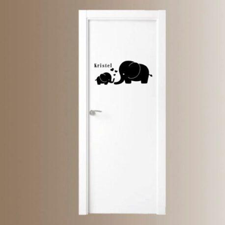 olifant met naam op deur