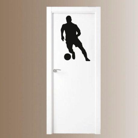 voetballer staand deur