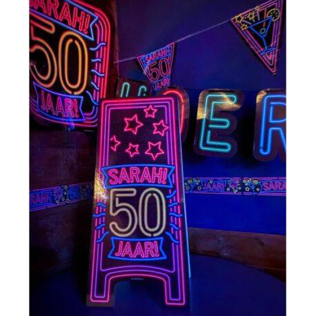sarah neon bord